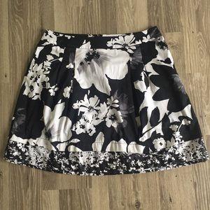 🎉 Sassy Black & White Skirt 🎉